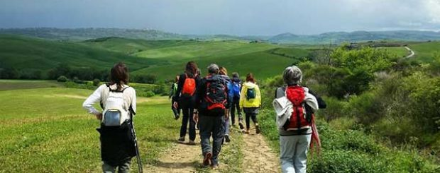 trekking in val d'orcia